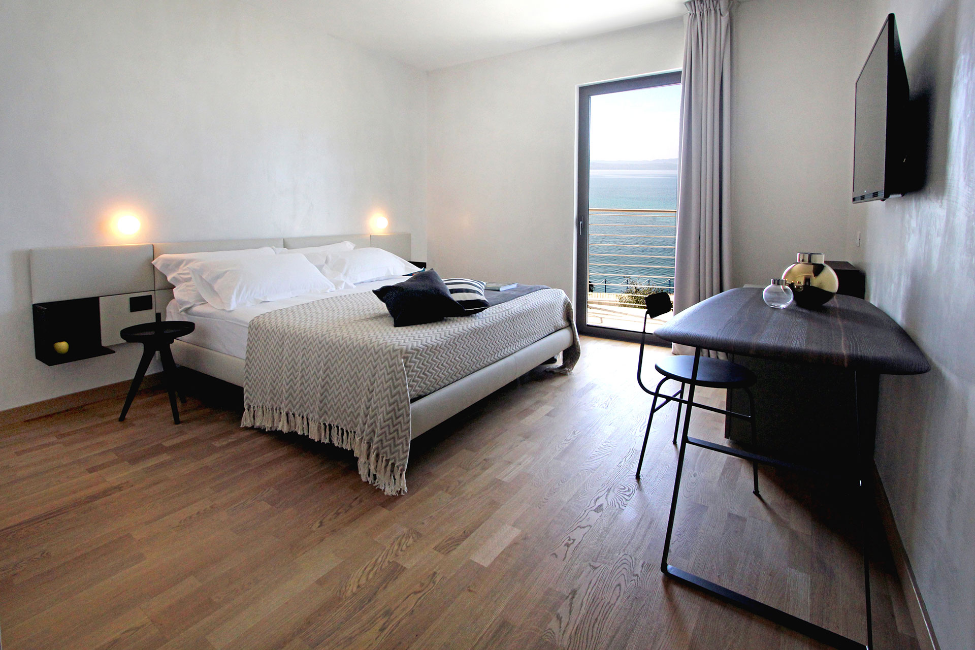 AQVA BOUTIQUE HOTEL SIRMIONE 18 rooms boutique hotel on the Lake